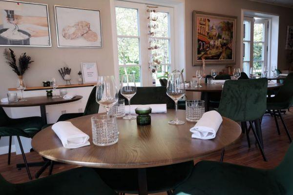 restaurant11DD8A825F-20B9-38E2-5F8F-B62BBE62CFAB.jpg